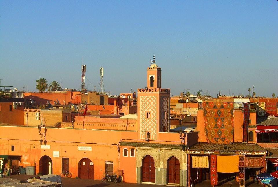 Procéder au choix d'une agence de transport touristique pour visiter Marrakech